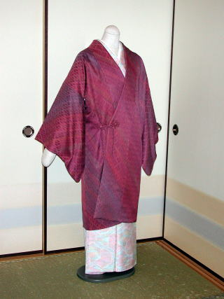 200526*道中着 シンプルな道中着ですが、お花の飾り紐でアクセントにしてみました。 固定リン